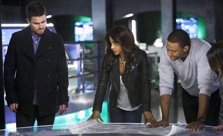 Looking Closer - Arrow Season 4 Episode 15