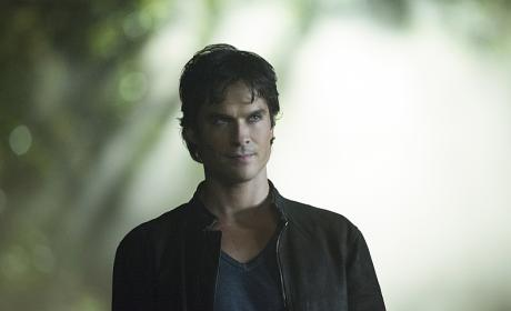 The Vampire Diaries Premiere Photos: Damon is Evil Incarnate!!