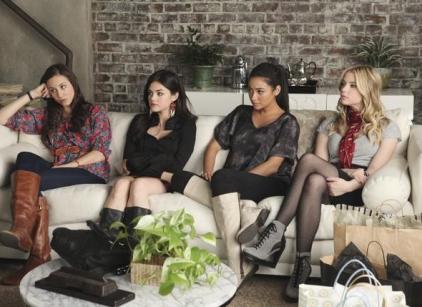 Watch Pretty Little Liars Season 2 Episode 1 Online