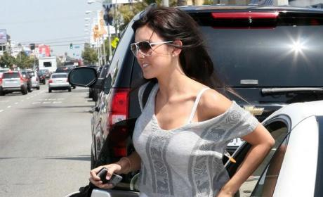 Audrina Patridge Shows Her Bra: Yeah Baby!