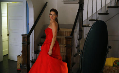 The Mysteries of Laura Season 1 Episode 6 Review: The Mystery of the Red Runway