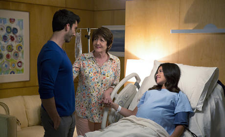 Jane the Virgin: Watch Season 1 Episode 22 Online