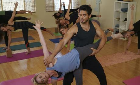 The Yoga Instructor - Modern Family