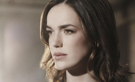 Elizabeth Henstridge as Agent Jemma Simmons - Agents of S.H.I.E.L.D.