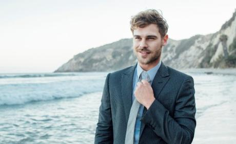 The Flash Season 3: Grey Damon Cast as Mirror Master