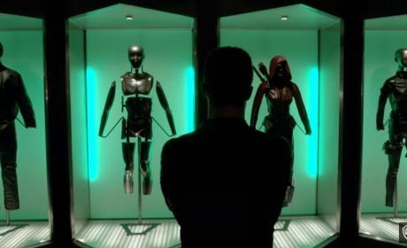 Arrow Season 5: First Look, Katie Cassidy's Return, A New Team & More