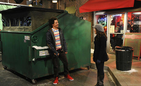 2 Broke Girls Review: Dumpster Diving
