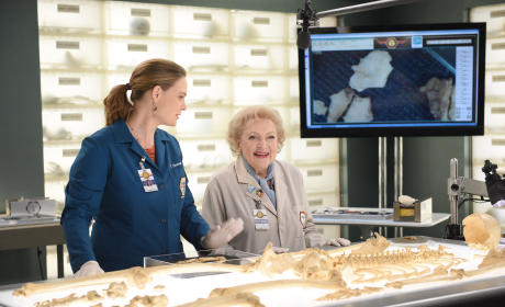 Bones Season 11 Episode 4 Review: The Carpals in the Coy-Wolves