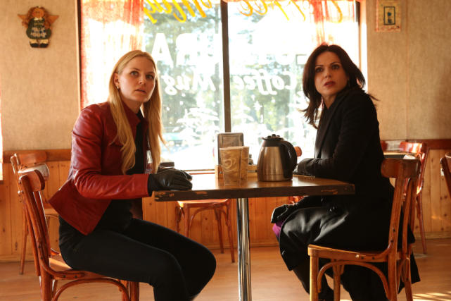 Emma and regina once upon a time