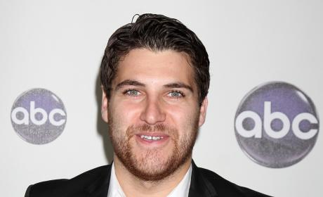 Adam Pally to Check In on The Mindy Project Season 2