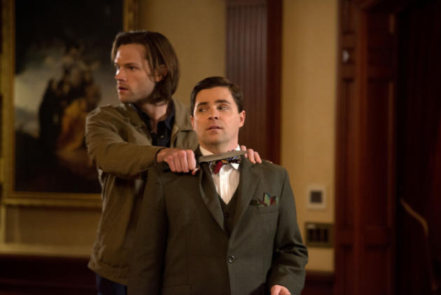 Sam Holds Magnus at Knifepoint