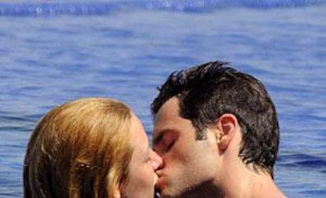 Blake Lively & Penn Badgley: Kissing!
