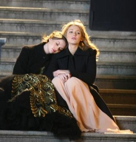 Serena and Blair on the Steps