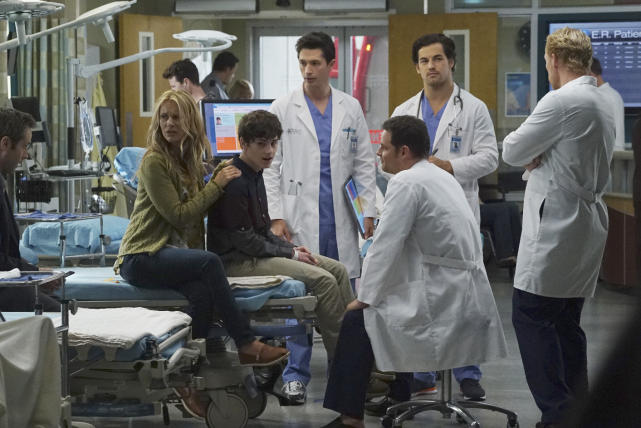 Alex mentors new interns greys anatomy s12e3