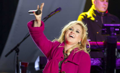 Kelly Clarkson Books Ticket to Nashville