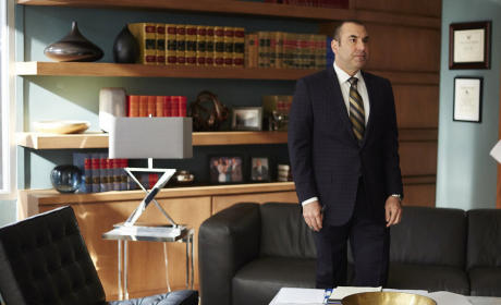 Watch Suits Online: Season 5 Episode 2