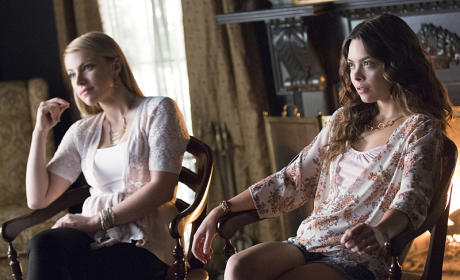 Mary Louise and Nora - The Vampire Diaries Season 7 Episode 1