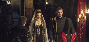 Arrow Season 3 Episode 22 Picture Preview: Will the Wedding be Stopped?