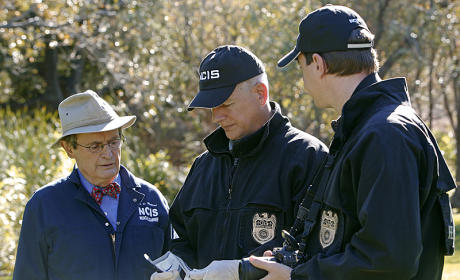 NCIS Showrunner Scoop: Moving on from Ziva, Wrapping Up Parsa & More