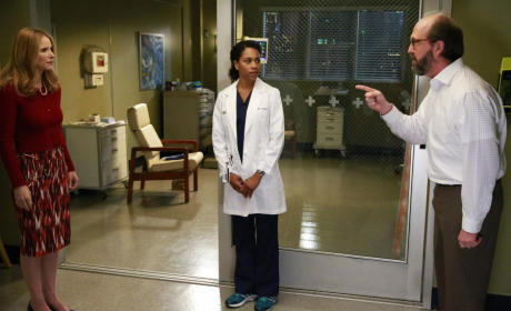 Pointing Fingers - Grey's Anatomy Season 12 Episode 1