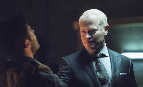 Watch Arrow Online: Season 4 Episode 1