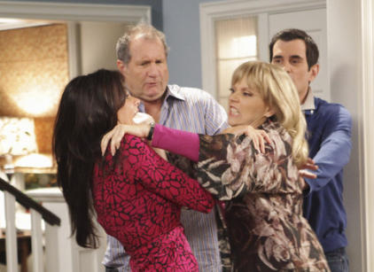 Watch Modern Family Season 1 Episode 4 Online