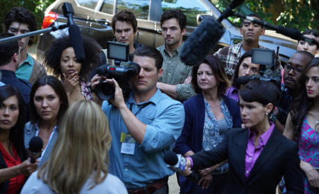 Lost in the Crowd - Pretty Little Liars Season 6 Episode 1