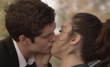 Isaac and Allison Kiss