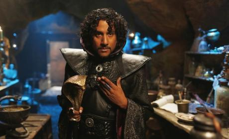 Once Upon a Time in Wonderland: Naveen Andrews on the Complexity of Evil, Surprises Ahead