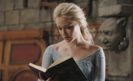 Once Upon a Time Premiere Teaser: Who's Heating Up?
