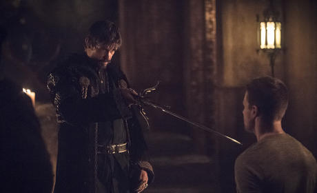 Getting the Pointy End - Arrow Season 3 Episode 15