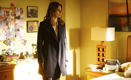 Beckett At a Crime Scene - Castle Season 7 Episode 20