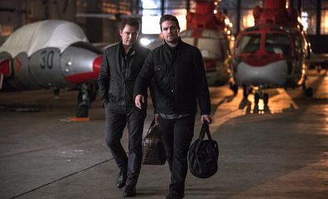 Walking to the Plane - Arrow Season 3 Episode 20