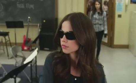 Pretty Little Liars Finale Sneak Peeks: Confronting Jenna...