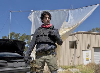 Watch Entourage Season 7 Episode 1 Online