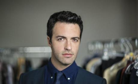Reid Scott to Be Hot Wedding Date on New Girl