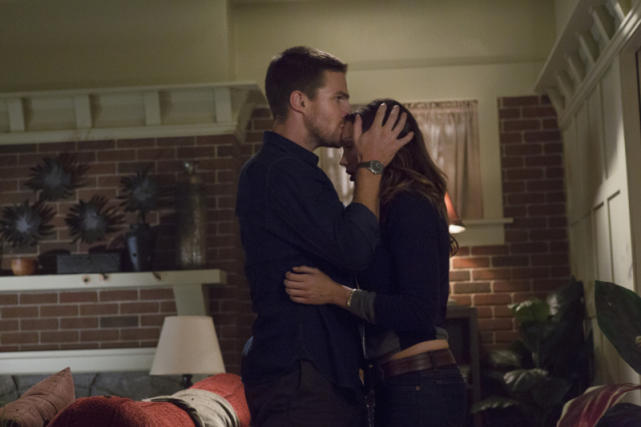 Oliver Hooks Up with Laurel Again