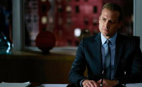 Watch Suits Online: Season 5 Episode 13