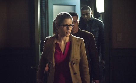 The Team Files In - Arrow Season 3 Episode 18