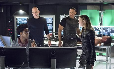Curtis at the Helm - Arrow Season 4 Episode 17