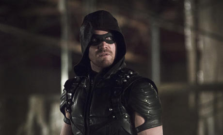 Oliver Looks Back - Arrow Season 4 Episode 8
