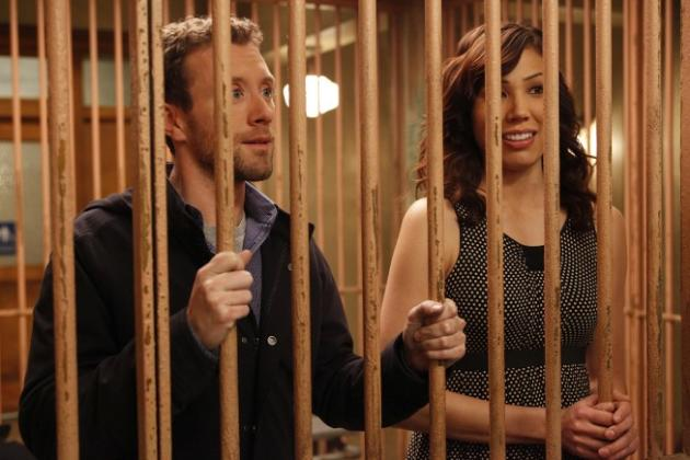 Hodgins and Angela in Jail