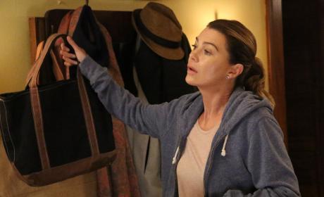 Heading Out - Grey's Anatomy Season 13 Episode 1