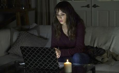 Searching for a Link - Pretty Little Liars Season 7 Episode 9