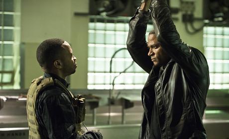 Tied up - Arrow Season 4 Episode 20