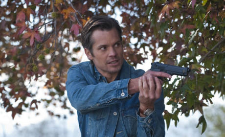 Raylan Brandishes His Gun