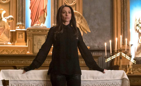 The Originals Season 2 Episode 18 Review: Night Has a Thousand Eyes