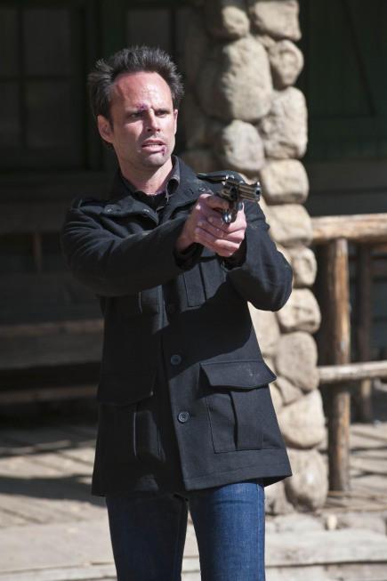 Boyd Draws His Gun