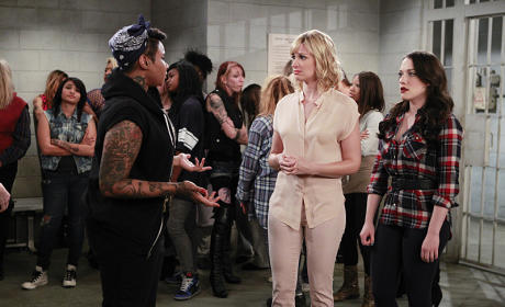 Max and Caroline Are Arrested - 2 Broke Girls