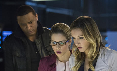 Arrow Season 3 Episode 21 Picture Preview: Friendly Fire